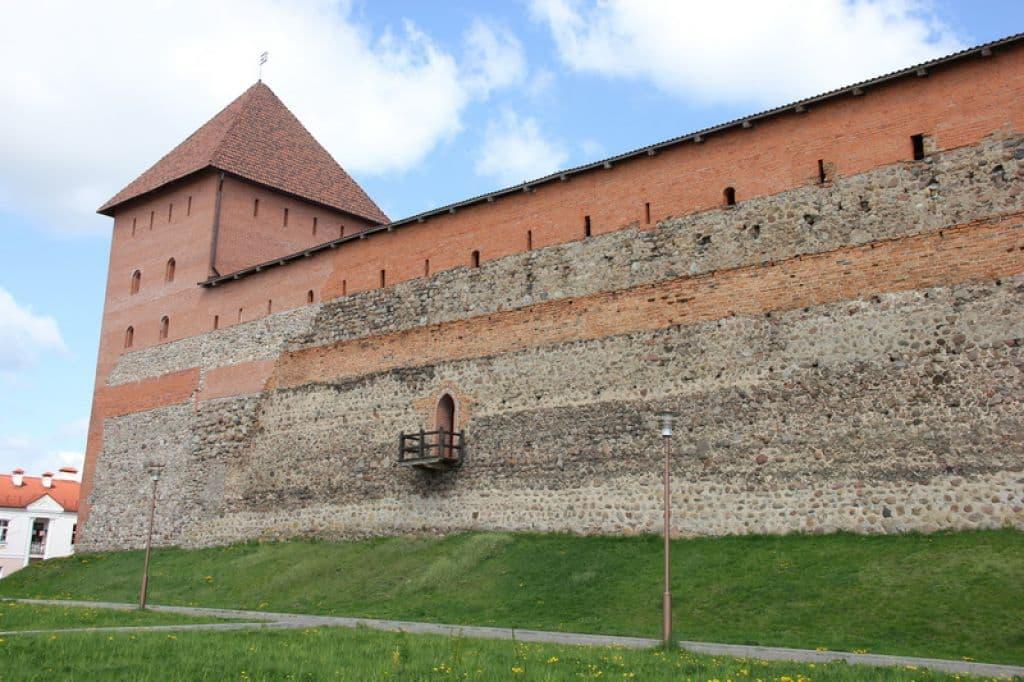 Беларусь предлагает польским инвесторам поучаствовать в реконструкции Лидского замка