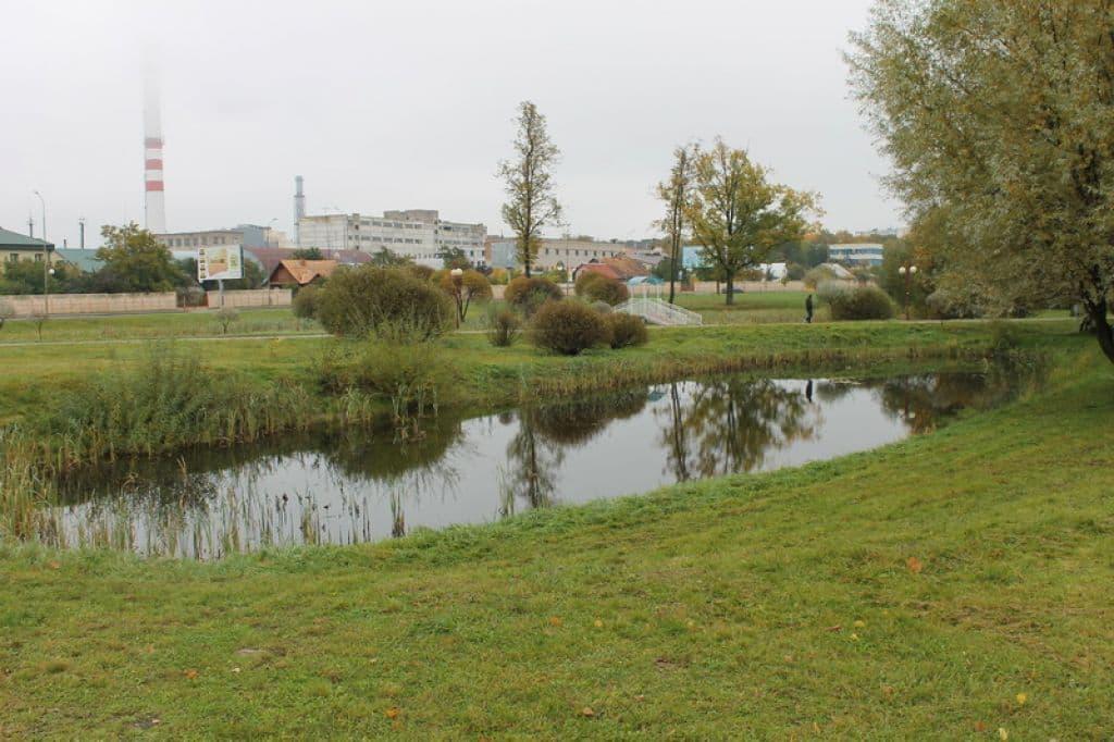 Две трагедии в Лиде: труп одного мужчины найден в пруду, тело второго – на городском стадионе