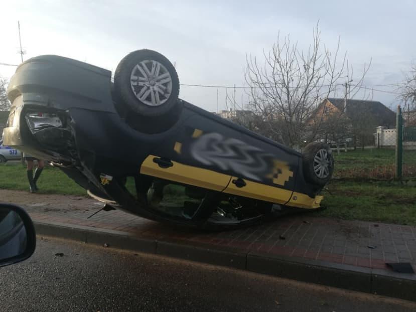В Лиде перевернулся автомобиль такси