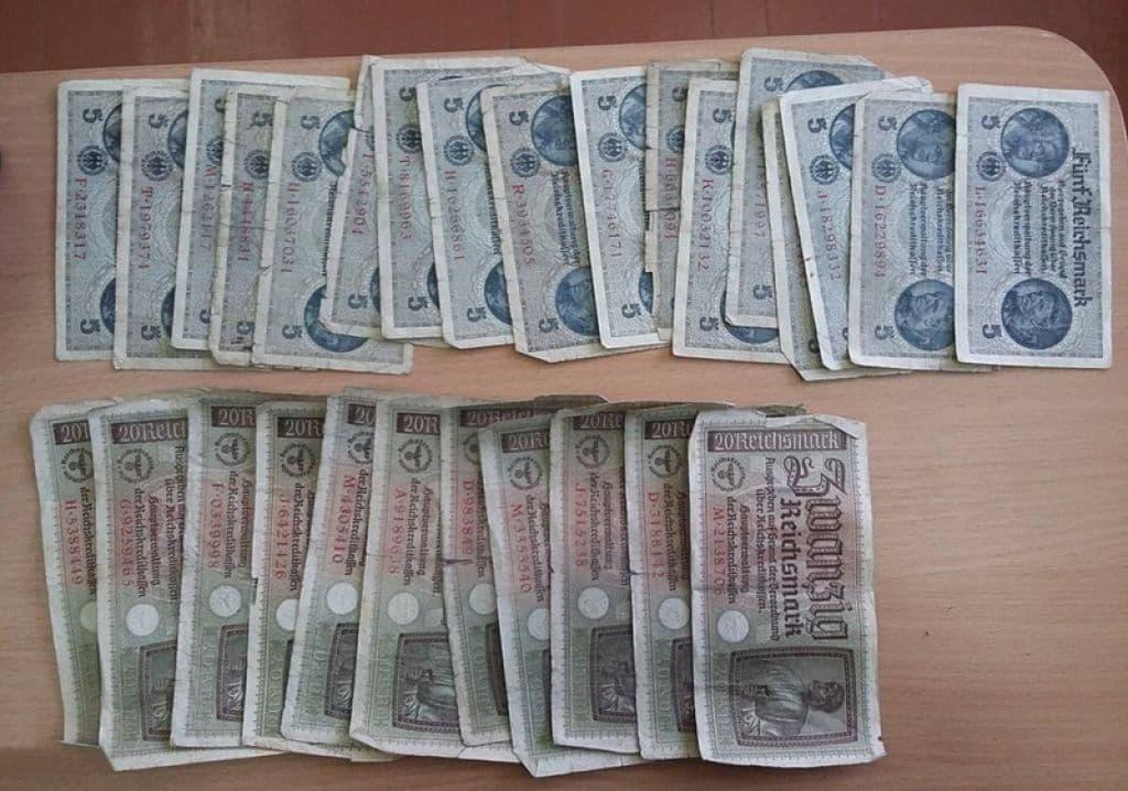 Банкноты из украденной коллекции.