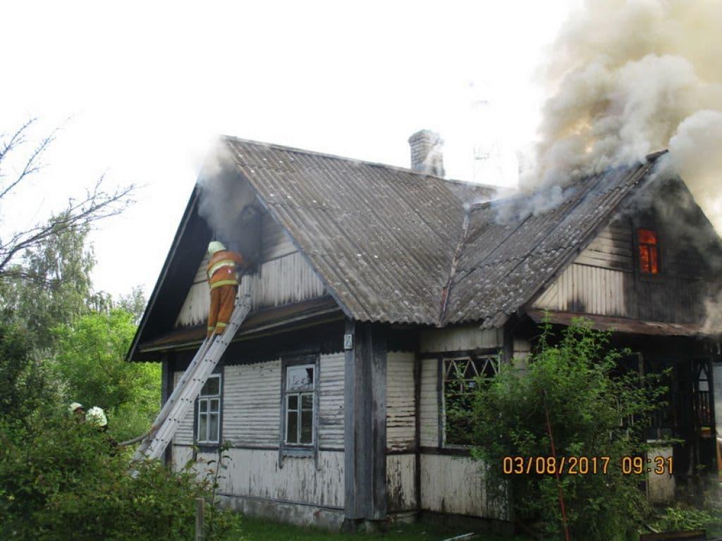 В Бискупцах горел дом… Хозяйка успела спастись!
