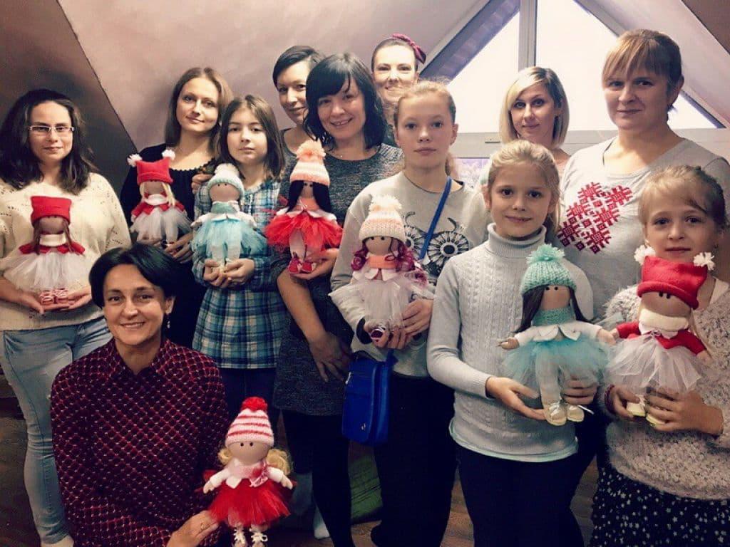 Лидчан научили искусству, как сделать куклу с нуля