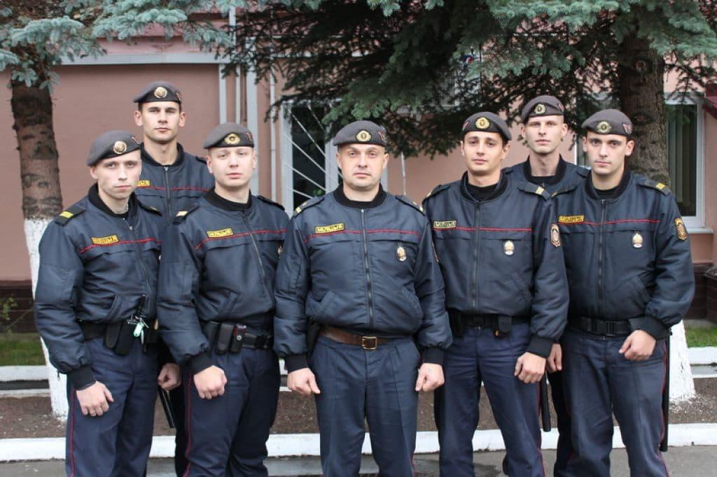 Лидские милиционеры спасли грибника, который едва не утонул в болоте