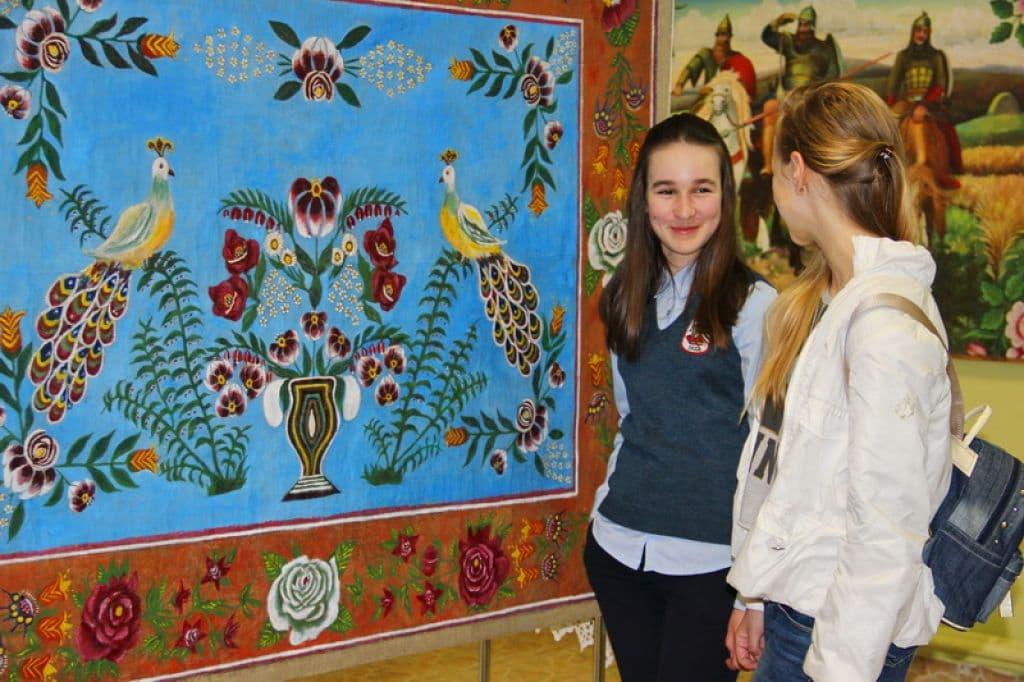 В Лидский музей привезли 40 уникальных ковров