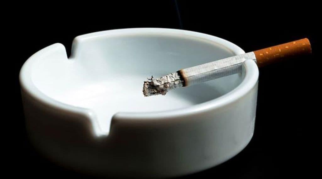 Минздрав предлагает запретить курение на балконах