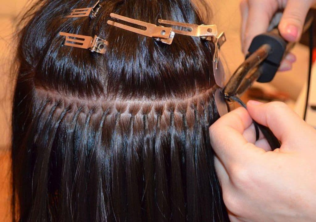 Лидчанку-декретницу оштрафовали за наращивание волос на дому