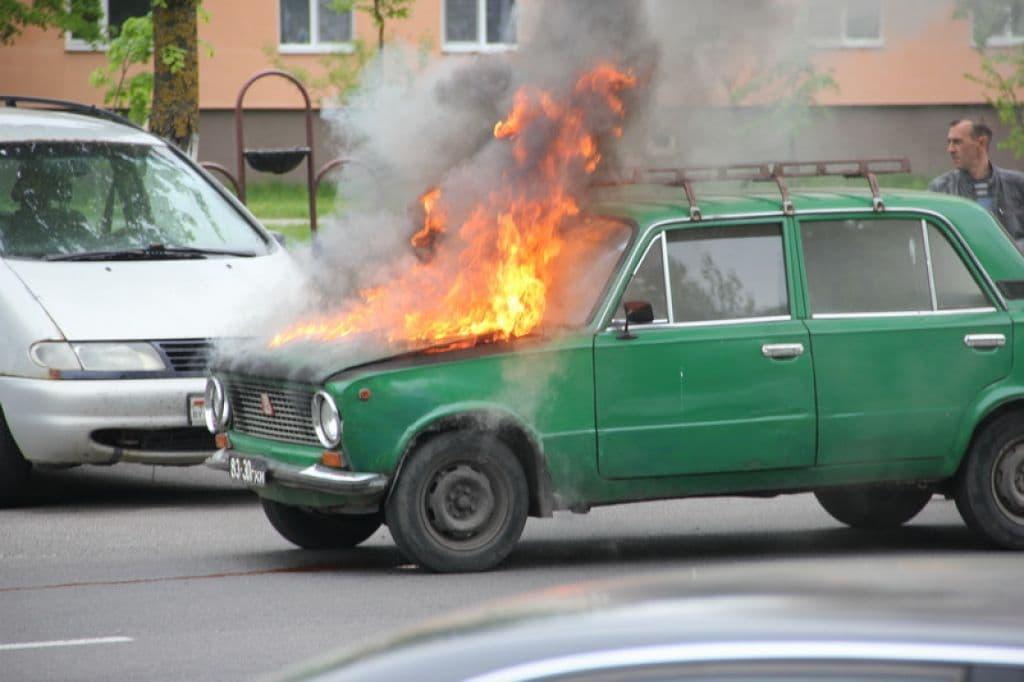 В Лиде на ходу загорелись «Жигули» (фото)