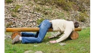 Пьяный лидчанин уснул на газоне. Проснулся без ключей и денег