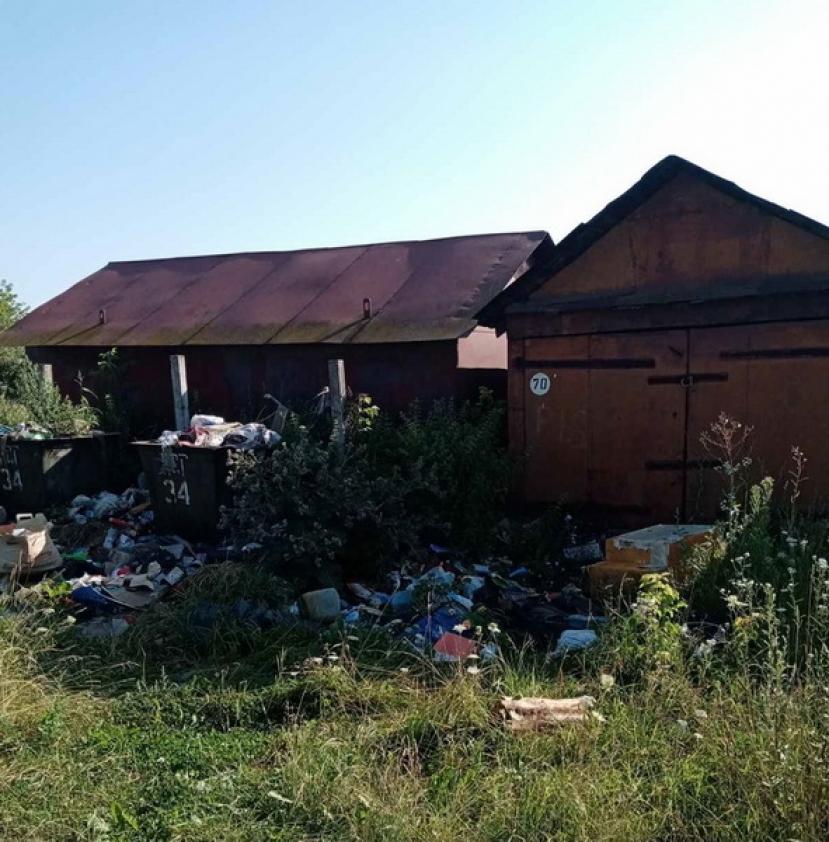 Лидчанин не может попасть в гараж: вход туда преградил... мусор