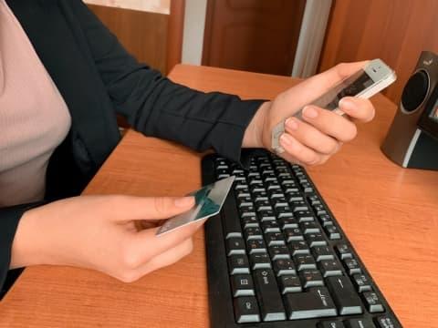 Лидчанка продавала вещь через интернет, а в итоге сама осталась без денег.На неё «повесили» онлайн-кредит