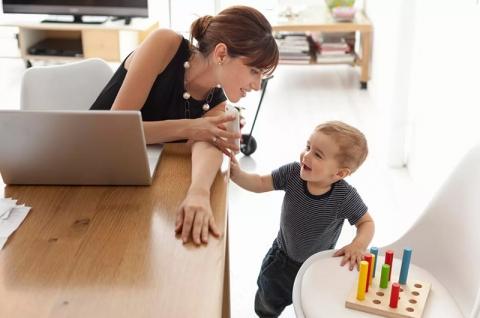 Минтруда предлагает сократить многодетным матерям рабочий день начас ссохранением зарплаты