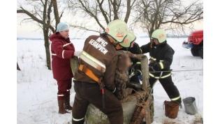 Спасатели достали из 20-метрового колодца мужчину в Вороновском районе