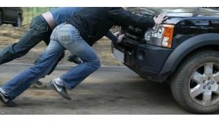 У жителя Березовки машину угоняли«с толкача»,апотомглумились над ней