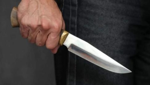 Нешуточные разборки в Лиде: один бросился на отца с ножом, другой – душил отдыхающего в баре