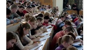 Набор студентов в вузы в 2021 году планируют сократить. Количество платных мест также урежут